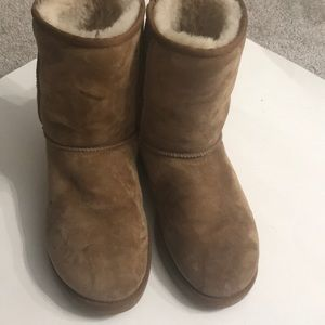 Ugg boot size 9 chestnut color